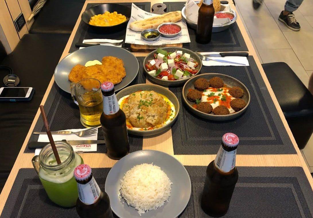 ארוחה ישראלית במרכז למטייל תאילנד