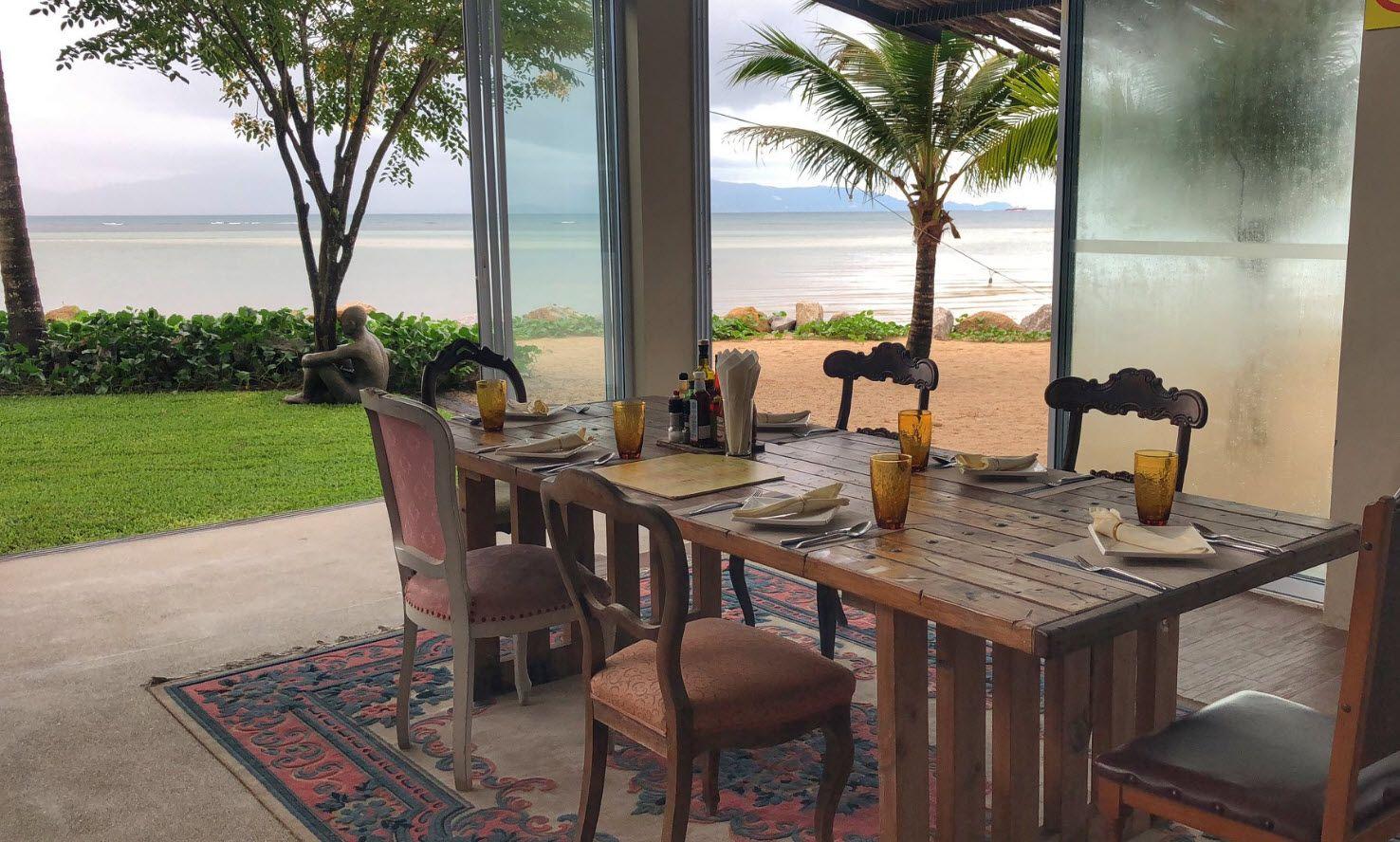 מלון ממוקם על החוף